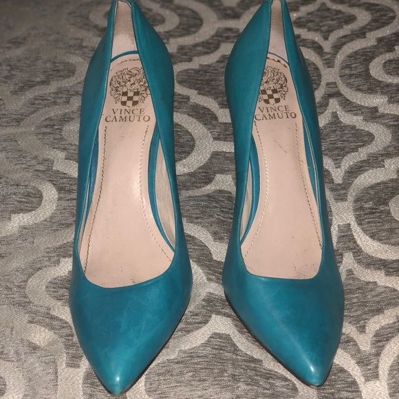 4ee35abda5f Leather turquoise pumps Vince camuto